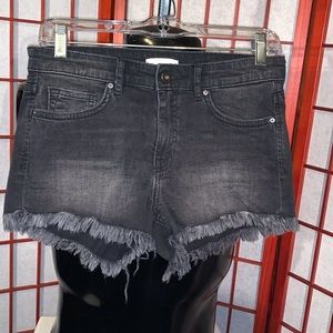 HM black cutoff style jean shorts in size 4